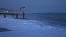 Härlig seascape med tidvatten och den ensamma pir arkivfilmer