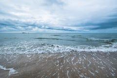 Härlig seascape och skyscape, innan att regna Arkivbilder