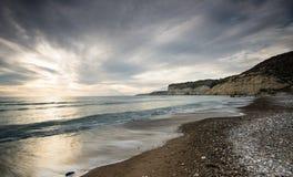 Härlig seascape sent i aftonen arkivbilder