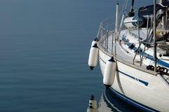 härlig segelbåt royaltyfria foton