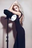 Härlig sexig blond flicka med sinnliga kanter Arkivbilder
