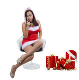 Härlig sexig julflicka som bär den Santa Claus dräktinställningen på stol bredvid gåvor Arkivfoton