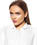 Härlig sexig stilfull modell med ljus makeup Royaltyfri Bild
