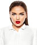 Härlig sexig stilfull modell med ljus makeup Arkivfoto