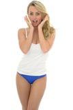 Härlig sexig ung Caucasian Pin Up Model Wearing Blue Lingeri Arkivfoto