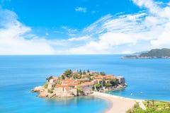 Härlig sikt av ö-semesterorten av St Stefan Sveti Stefan på Budvaen Riviera, Budva, Montenegro Arkivfoto