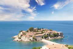Härlig sikt av ö-semesterorten av St Stefan Sveti Stefan på Budvaen Riviera, Budva, Montenegro Arkivbild