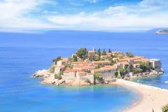 Härlig sikt av ö-semesterorten av St Stefan Sveti Stefan på Budvaen Riviera, Budva, Montenegro Royaltyfri Fotografi