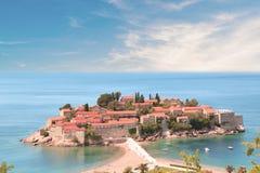 Härlig sikt av ö-semesterorten av St Stefan Sveti Stefan på Budvaen Riviera, Budva, Montenegro Fotografering för Bildbyråer