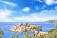 Härlig sikt av ö-semesterorten av St Stefan Sveti Stefan på Budvaen Riviera, Budva, Montenegro Arkivbilder