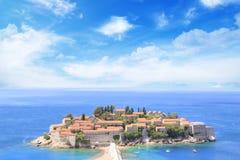 Härlig sikt av ö-semesterorten av St Stefan Sveti Stefan på Budvaen Riviera, Budva, Montenegro Royaltyfri Bild