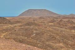 Härlig sikt av berget och dyn på Isla de Lobos, Fuerteventura royaltyfria foton