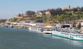 Härlig sikt av de Sava River skeppsdockorna royaltyfri bild