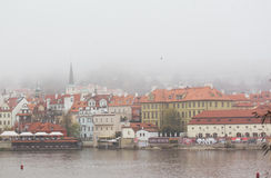 Härlig sikt av den gamla staden av Prague royaltyfri fotografi