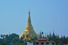 Härlig sikt av den guld- Shwedagon pagoden i Yangon, Myanmar Royaltyfri Foto