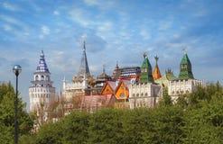 Härlig sikt av den Izmailovskiy Kreml i Moskva—Izmailovo område royaltyfri bild