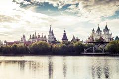 Härlig sikt av den Izmaylovo Kreml i det Izmaylovo området, Moskva Arkivfoto