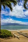 Härlig sikt av den Molokai ön från den Kaanapali stranden, Maui royaltyfri fotografi