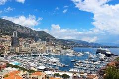 Härlig sikt av den Monaco fjärden med lyxiga fartyg - Monte Carlo Arkivfoton