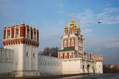 Härlig sikt av den Novodevichy kloster i Moskva, Ryssland Royaltyfria Foton