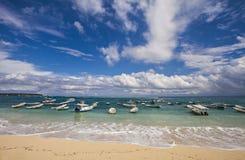 Härlig sikt av den Nusa Lembongan stranden, Bali, Indonesien Royaltyfria Bilder
