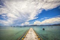 Härlig sikt av den Padang Melang stranden, Jemaja, Anambas, Indonesien Royaltyfri Fotografi