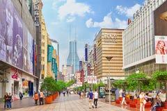 Härlig sikt av den Shanghai gatan Royaltyfri Foto