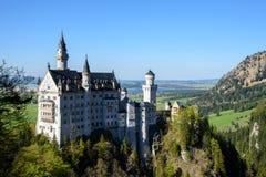 Härlig sikt av denberömda Neuschwanstein slotten, den romanska nypremiärslotten för 19th århundrade som byggs för konungen Ludwig Fotografering för Bildbyråer