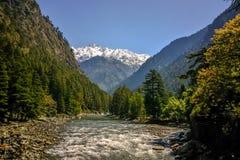 Härlig sikt av Himalayan berg, Kasol, Parvati dal, Himachal Pradesh, Indien arkivfoto