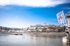 Härlig sikt av historiska Royal Palace i Budapest Arkivbild