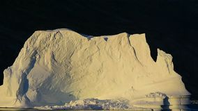 Härlig sikt av isberg stock video