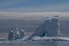 Härlig sikt av isberg i Antarktis Royaltyfri Bild
