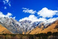 Härlig sikt av Kaukasus berg, Georgia Royaltyfri Fotografi