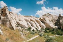 Härlig sikt av kullarna av Cappadocia En av sikten av Turkiet Turism lopp, härliga landskap, natur Arkivfoton