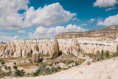 Härlig sikt av kullarna av Cappadocia En av sikten av Turkiet Turism lopp, härliga landskap, natur Royaltyfri Bild