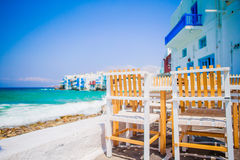 Härlig sikt av lilla Venedig från en restaurang i den Mykonos ön i Grekland Arkivbild