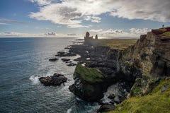Härlig sikt av Londrangar steniga klippor i den Snaefellsnes halvön - Island royaltyfri bild
