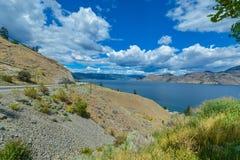 Härlig sikt av Okanagan sjön på sommardag royaltyfria foton
