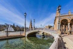 Härlig sikt av plazaen de españa i seville royaltyfri fotografi