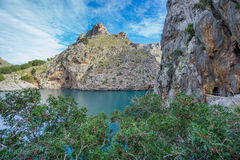 Härlig sikt av Sa Calobra i Majorca Arkivbild