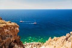 Härlig sikt av seacoasten på den Santorini ön, Grekland Arkivbild