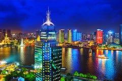 Härlig sikt av Shanghai - bund- eller Waitan strand på nigh Arkivbild
