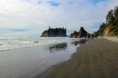 Härlig sikt av stranden i den olympiska nationalparken, Washington, USA royaltyfri bild