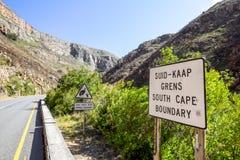 Härlig sikt av vägen R324 mellan Barrydale och Swellendam i Sydafrika Fotografering för Bildbyråer