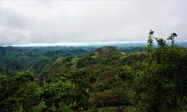 Härlig sikt från Monteverde över kullarna av Puntarenas arkivfoto