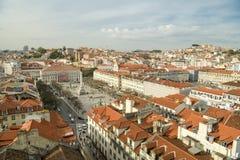 Härlig sikt på den Rossio fyrkanten i Lissabon, Portugal royaltyfri bild