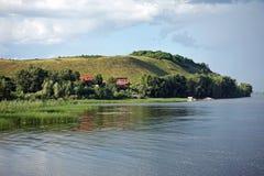 Härlig sikt på Volga River nära den Vinnovka byn, Ryssland Royaltyfri Foto