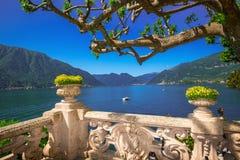 Härlig sikt till sjön Como från villan Balbianello Royaltyfri Fotografi