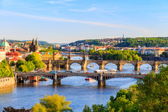 Härlig sikt till Vltava och broar i Prague, Tjeckien Royaltyfria Foton