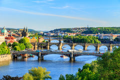 Härlig sikt till Vltava och broar i Prague, Tjeckien Royaltyfria Bilder